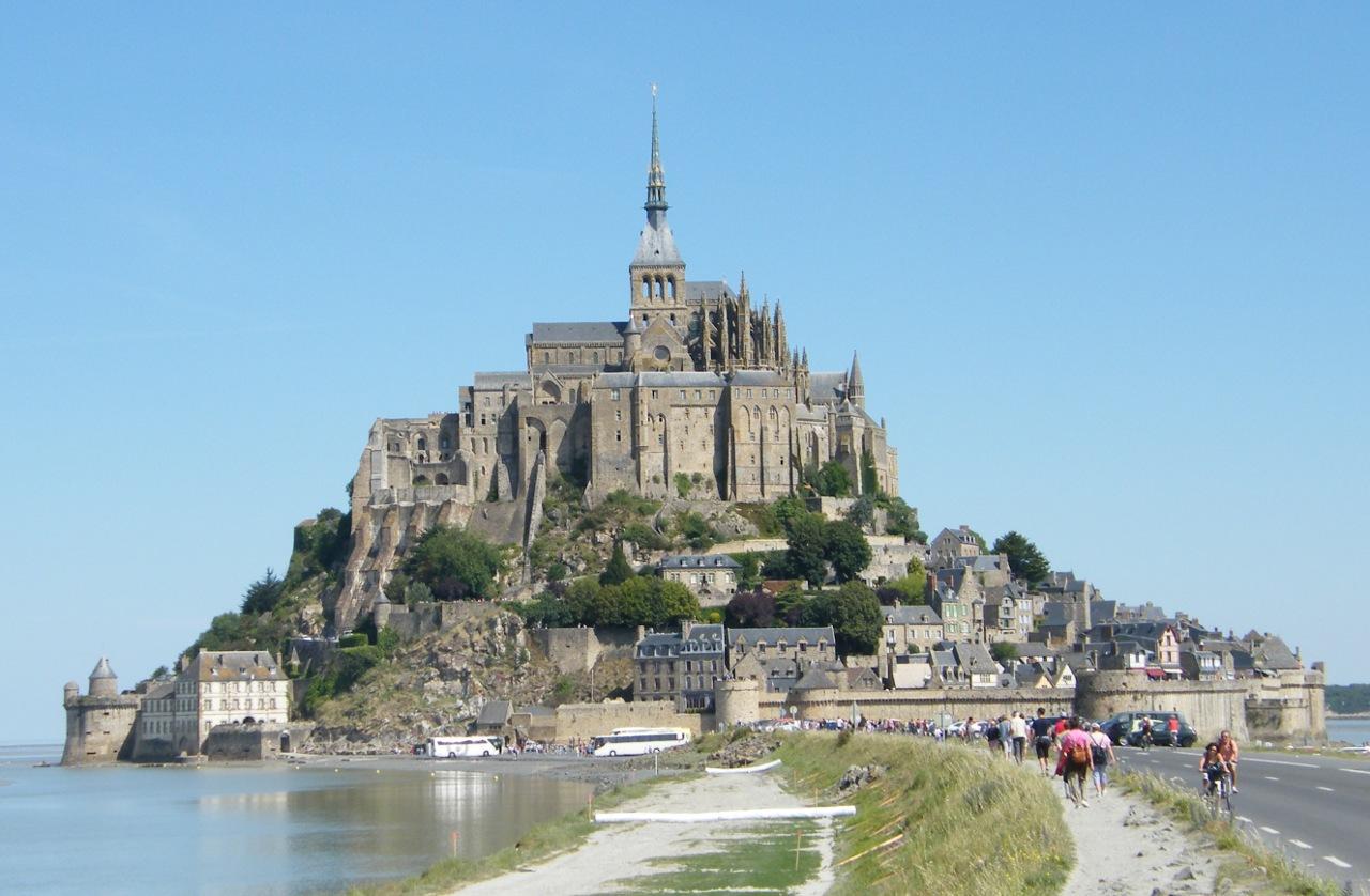 Mont-Saint-Michel, opevněné opatství, Normandie